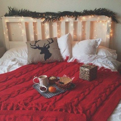 a red knit blanket is such a cute way to decorate your dorm for christmas