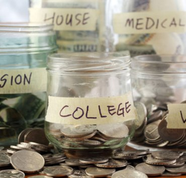 10 Easy Ways To Save Money In College