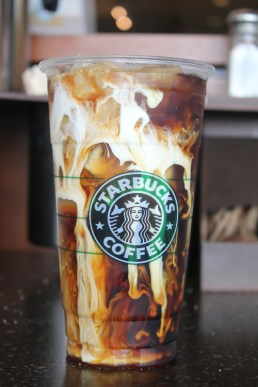 Some of the most delicious Starbucks drinks under 100 calories are actually sooo good!