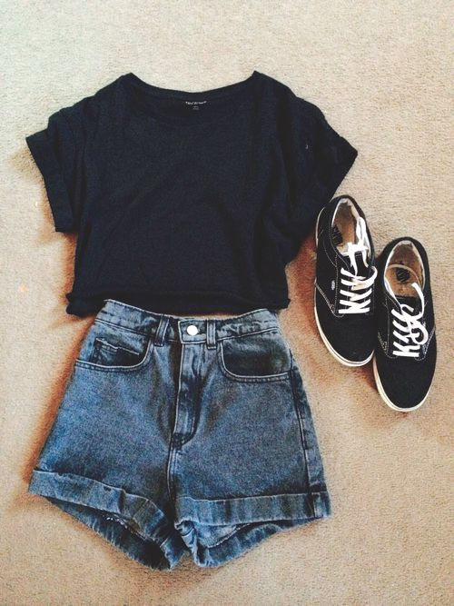 I love denim shorts and a tee for a quick and easy outfit!