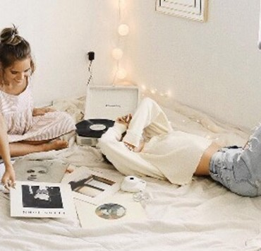 If you're stressing over what to get your roommate for the holiday, give one of these cute and affordable 15 DIY Christmas gifts a try!