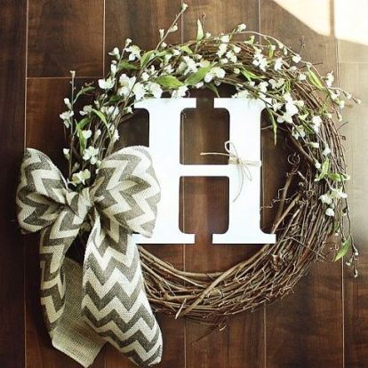 this hand made burlap wreath is such a good idea!