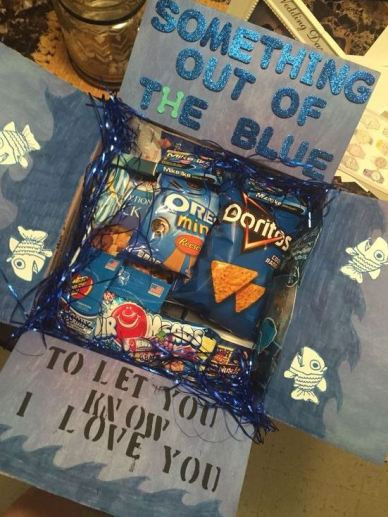 But If Your Man Happens To Be A Fan Of Blue Heres Creative Way Incorporate His Favorite Color And Snacks Into Birthday Gift
