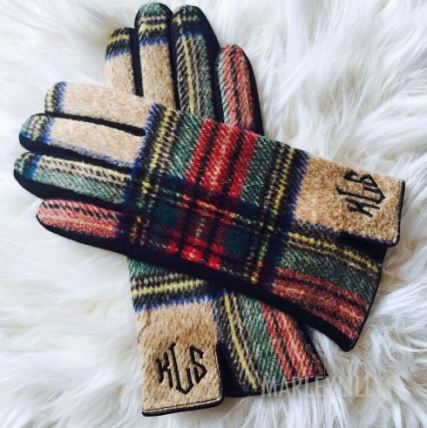 These plaid winter gloves are so cute!