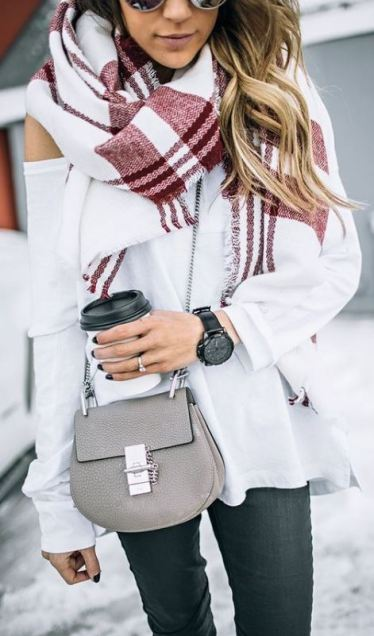 this cross body bag is so cute with this fall fashion outfit!