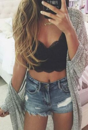 This crop top outfit is gorgeous!