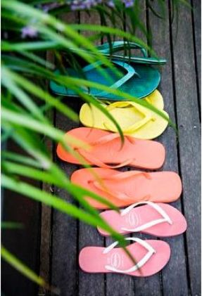 these beach flip flops are perfect for spring break!
