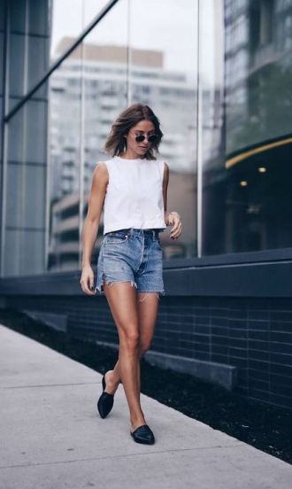 Loafers are the perfect street style accessory for summer outfits!