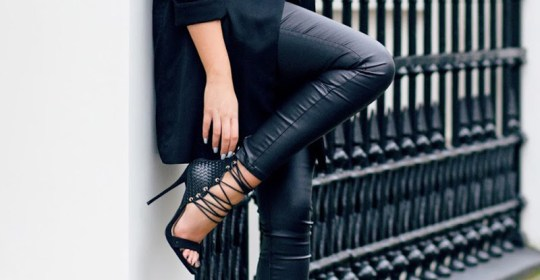 There are so many ways to wear leather leggings with your outfit! Whether you love black leather, faux leather or bright pants, you will love these ideas!
