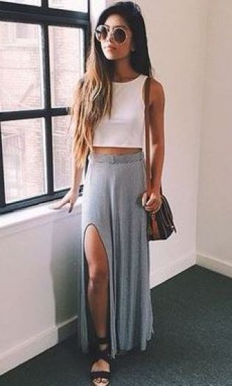 Side slit maxi skirts make the cutest summer outfits!