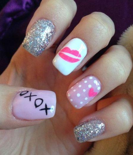 These sparkle Valentine's Day nail designs are so pretty!
