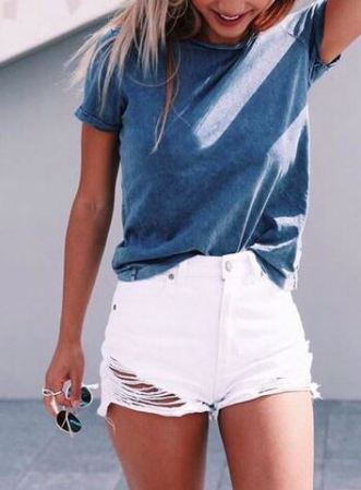 this casual outfit is perfect for spring break or the summer!