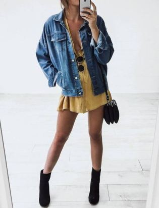 This yellow mini dress is such a cute summer outfit!