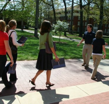 questions to ask on a college tour, 10 Great Questions To Ask On A College Tour