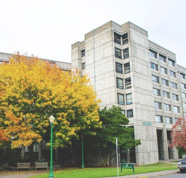We've put together a ranking of the freshman dorms at the University of Oregon. If you're looking for the best dorm for your freshman year, look no further.