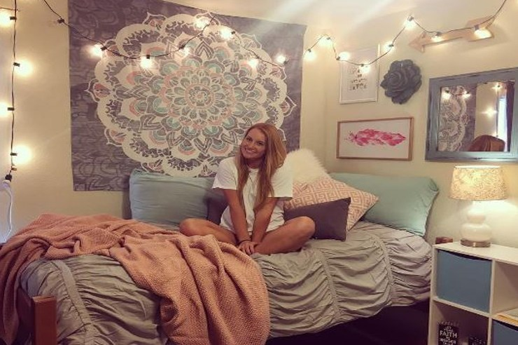 If you're looking to decorate your dorm room, we've put together some of the most inspirational Baylor University dorm rooms! Try copying them!