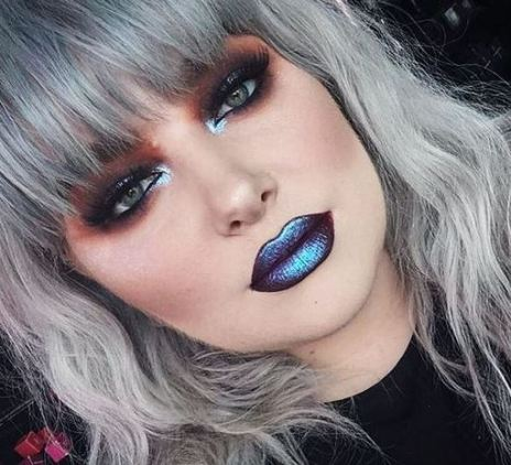 Bold makeup looks are among the top makeup trends for 2017!
