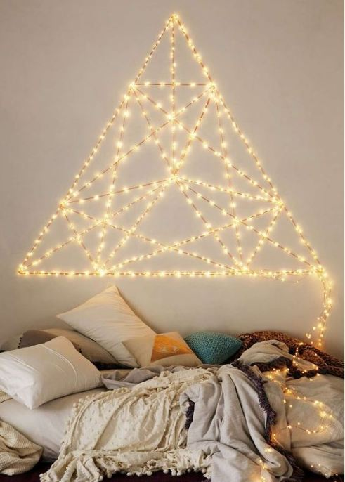 Lighted D.I.Y. headboards are awesome ways to decorate your dorm room!