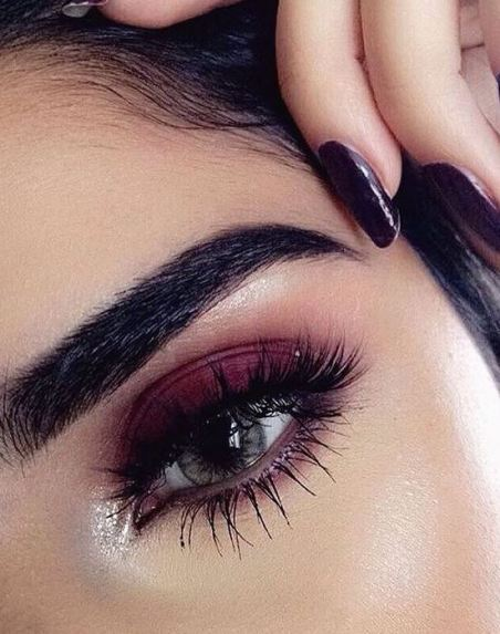 Pink eyeshadow looks are among the top makeup trends for 2017!