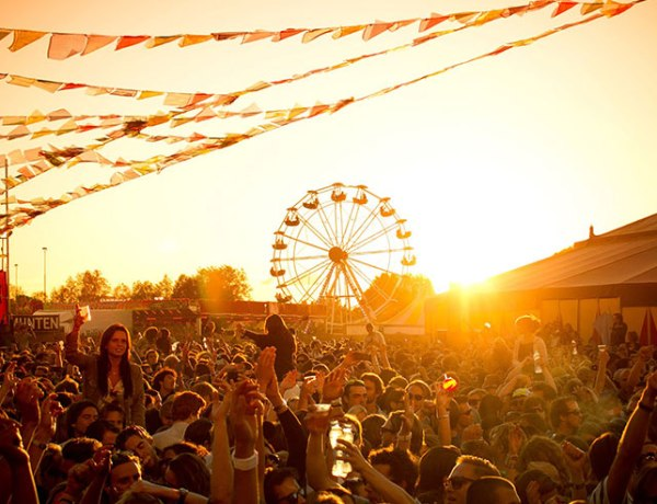 Explore what festivals Illinois has to offer. There's food, art, and music; the sky's the limit! Here are 10 up and coming festivals you need to go to!