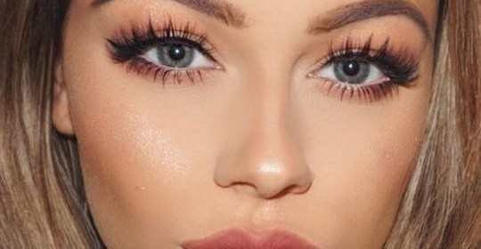 The best mascara brands for high end makeup and drugstore mascara, whether you're looking for waterproof, lengthening, or volumizing mascaras!