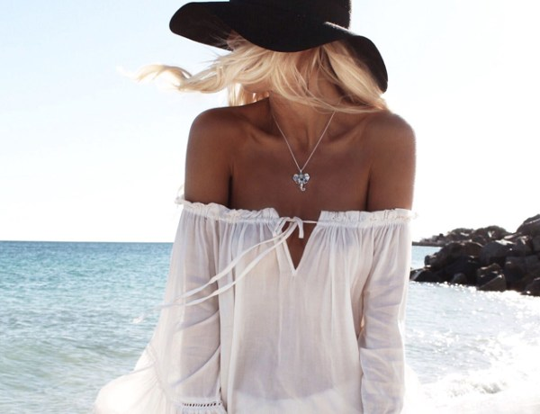 Cute beach outfits that are perfect for this summer! Cover ups, crochet dresses and white rompers are all super cute beachy outfits to wear for the beach.
