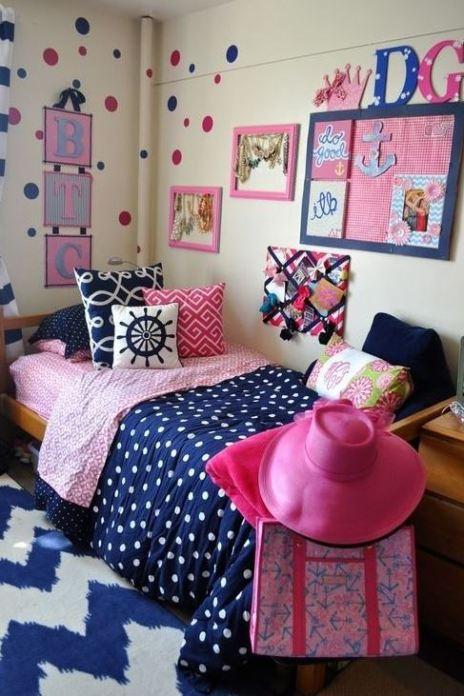 To make your dorm room cuter you can go for metallic, better gold, accents here and there – from gold polka dot decals on the walls to metallic lamps and accessories. Pink and blush are welcome: buy some pink or blush pillows, curtains, maybe rugs.