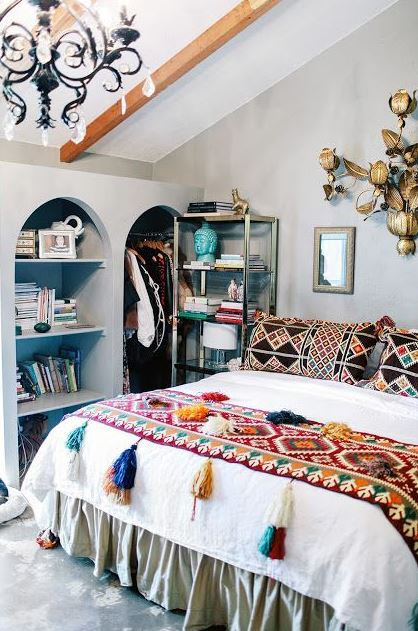 Tassel blankets are the perfect accessory for boho dorm rooms!
