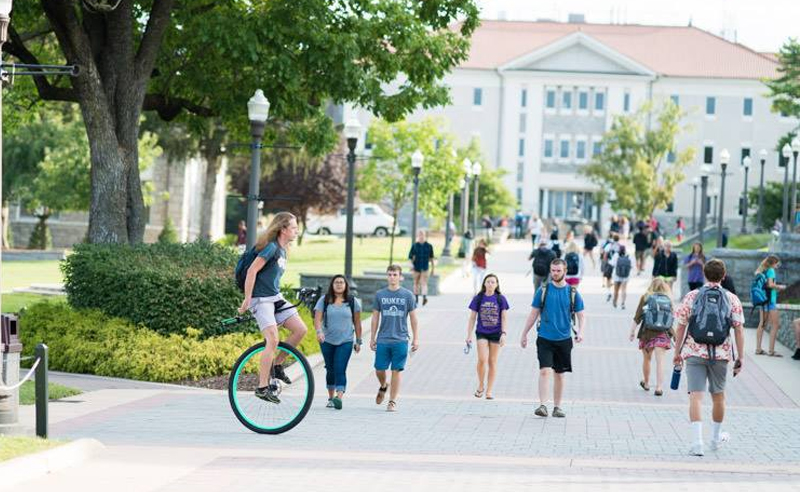 10 People You'll Always Run Into At James Madison University