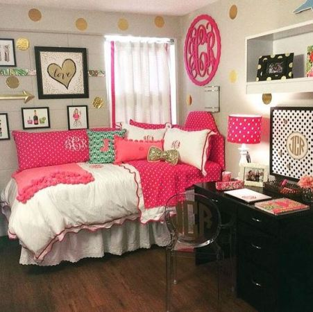 This pink dorm bedding creates such a cute dorm room!