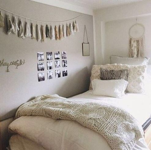 Simple bedding is a cute way to decorate your dorm room!