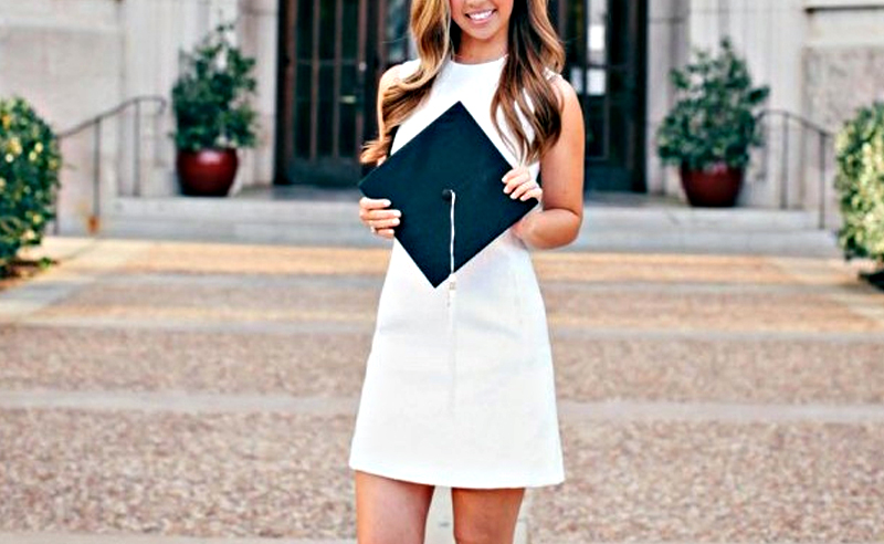 Everything you need to know when it comes to what to wear for graduation! Dresses, rompers and wedges are perfect to wear to a graduation ceremony!