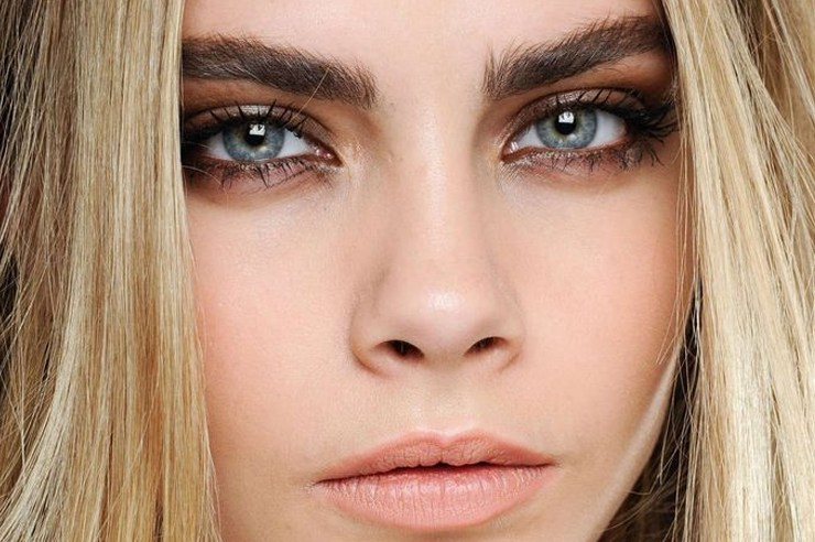 Eyebrow plucking mistakes happen way too often. Here are 10 mistakes you're definitely making when you pluck your eyebrows and how to avoid them!