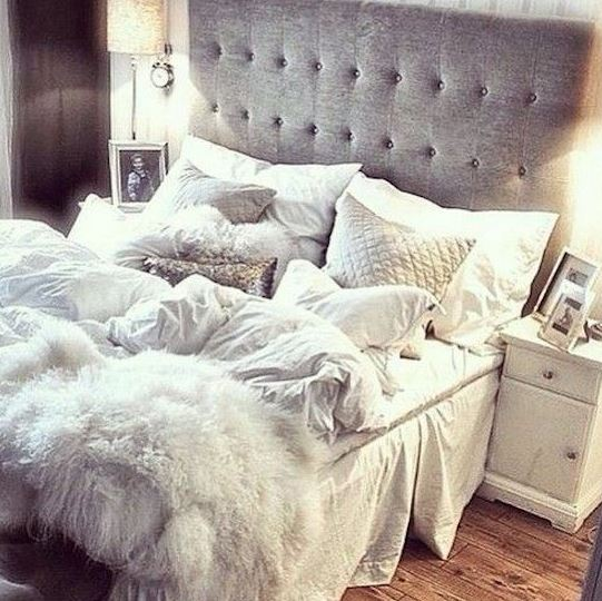 Superb Furry Accents Are Great Ways To Make Your Bedroom Cozy!