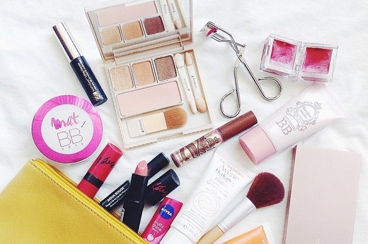 These spring makeup products are essential for all of your warm weather needs. From matte lipsticks to shimmery powders, these are the best items to have!