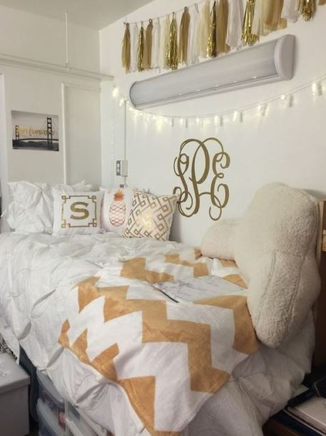 White and gold is super cute for preppy dorm rooms!