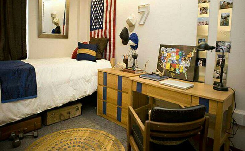 Dorm room ideas for guys that are practical, simple and cool! These guys dorm room decor ideas are perfect for your first time moving into college!