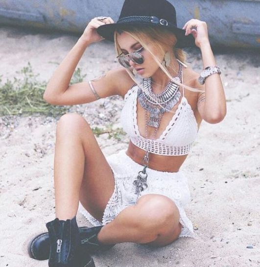 Here's how to recreate this boho-inspired concert outfit!