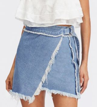 This mini skirt is so cute!