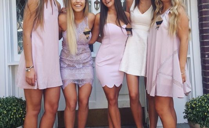 Rush week can be an intimidating process! But knowing how to dress beforehand can really help. Here's a guide on what to wear for UTK sorority Recruitment!