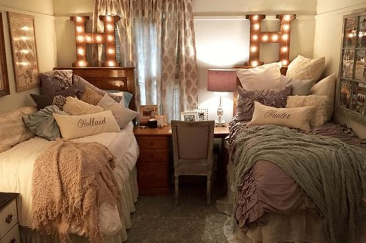 Moving into your college dorm room is so exciting- and the best part? You get to decorate it yourself. Check out some of these dorm room decorating tips!
