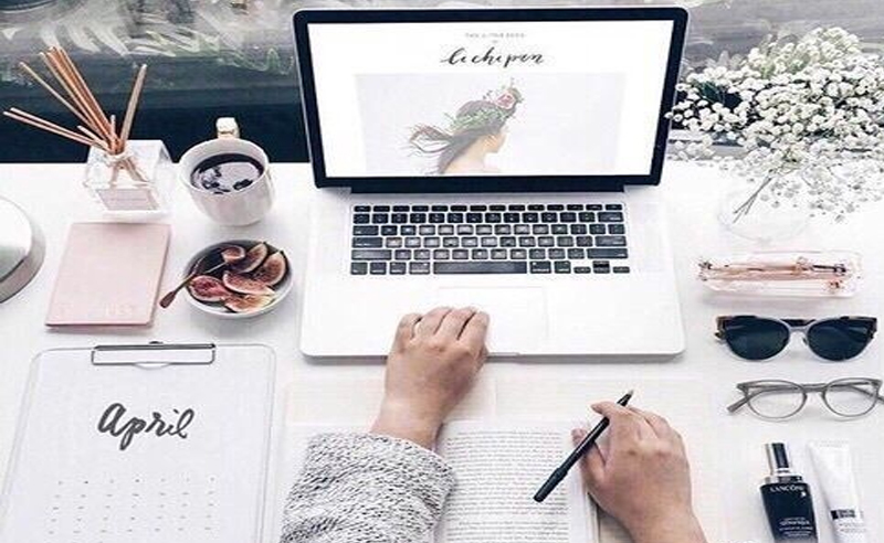 If you are a procrastinator you know its sometimes stressful. Regardless, we end up getting the job done last minute. Here are signs you're a procrastinator
