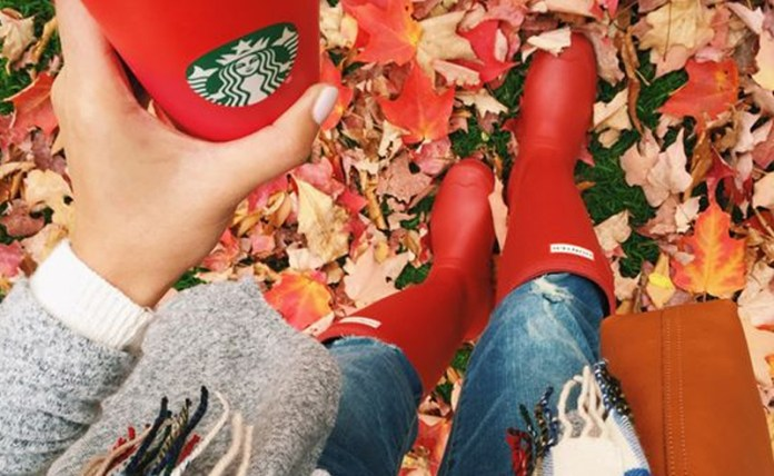 From the festive cups to the amazing flavors (PSL and peppermint mocha), here are the 15 reasons why I love Starbucks during the holidays!