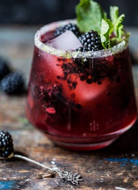 This blackberry bourbon smash is a delicious fall cocktail!