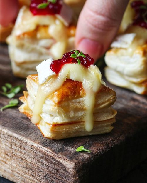 These brie bites are one of the best Friendsgiving dishes!