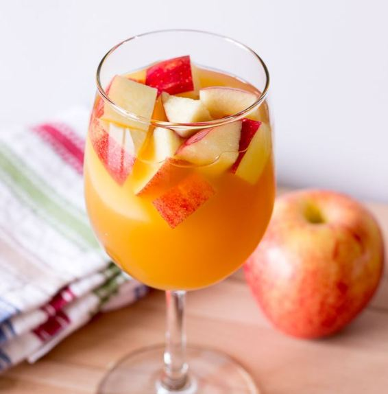 This caramel apple sangria is one of the best fall cocktails!