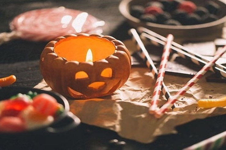 It's always fun to decorate for Halloween! Check out these 20 awesome and super doable DIY Halloween decorations to dress up your dorm!