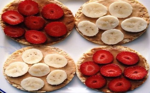Eating healthy in college can be a challenge. There are always unhealthy college foods at your finger tips. Here are some tips to eat healthier foods in uni