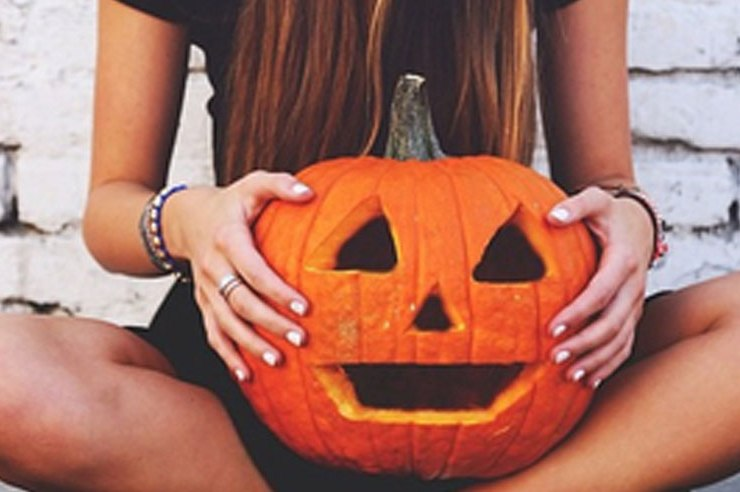 Looking to make your own Jack O' lantern this year but not sure where to start? Check out these 25 adorable pumpkin carving patterns!