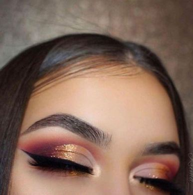 This cut crease eye look is gorg!